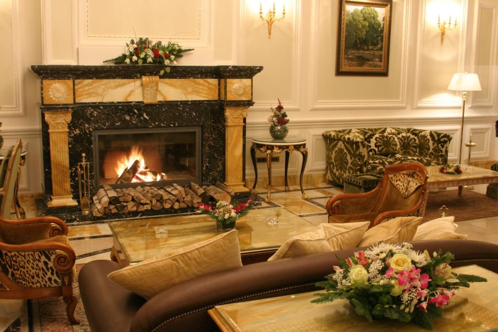 Moscow: Savoy Luxury Hotel, Fireplace