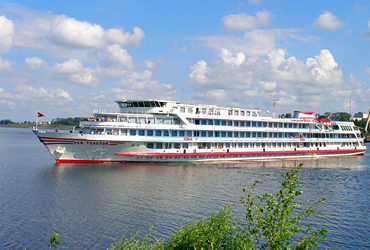 Russian Waterways: Superior MS MS Nyzhny Novgorod river boat, ship exterior